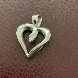 Jewelry - White gold diamond heart pendant